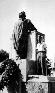 Imperia giugno 1946 Calvino tiene un comizio